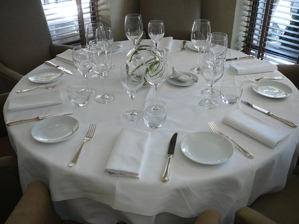 lart de dresser la table ici chez felix sur la croisette - Dressage De Table A La Francaise