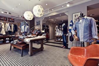 En ouvrant cette nouvelle boutique qui met le jean en vedette, Façonnable,  rend hommage à son créateur qui démarra ses activités de tailleur dans un  petit ... ce3bac424d29